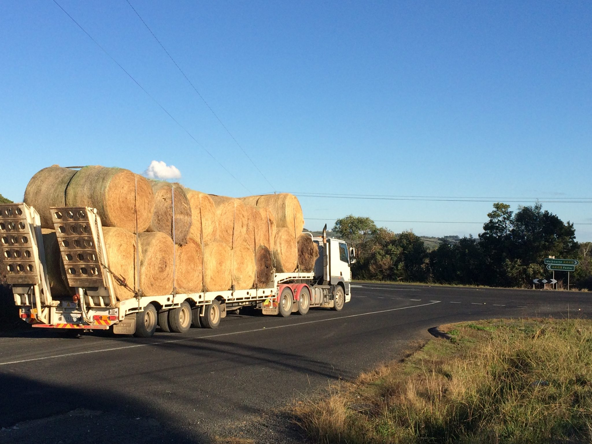cartage-machinery-transport-carting-round-bales-of-hay