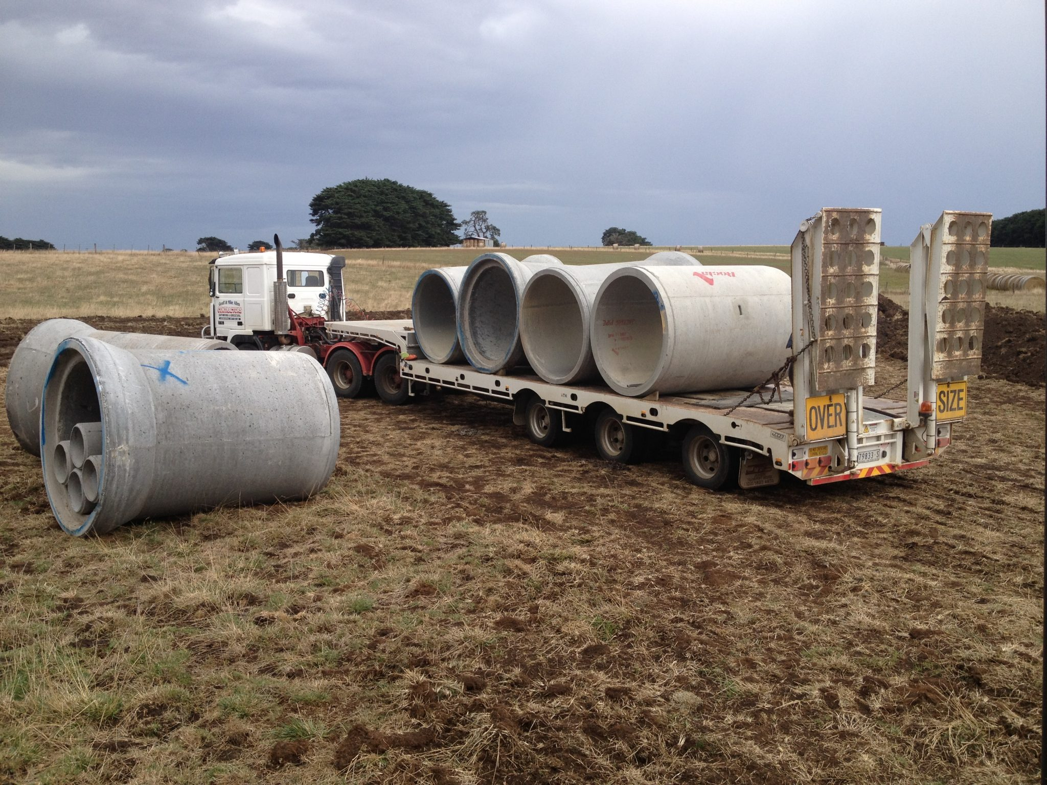 cartage-machinery-transport-concrete-pipes