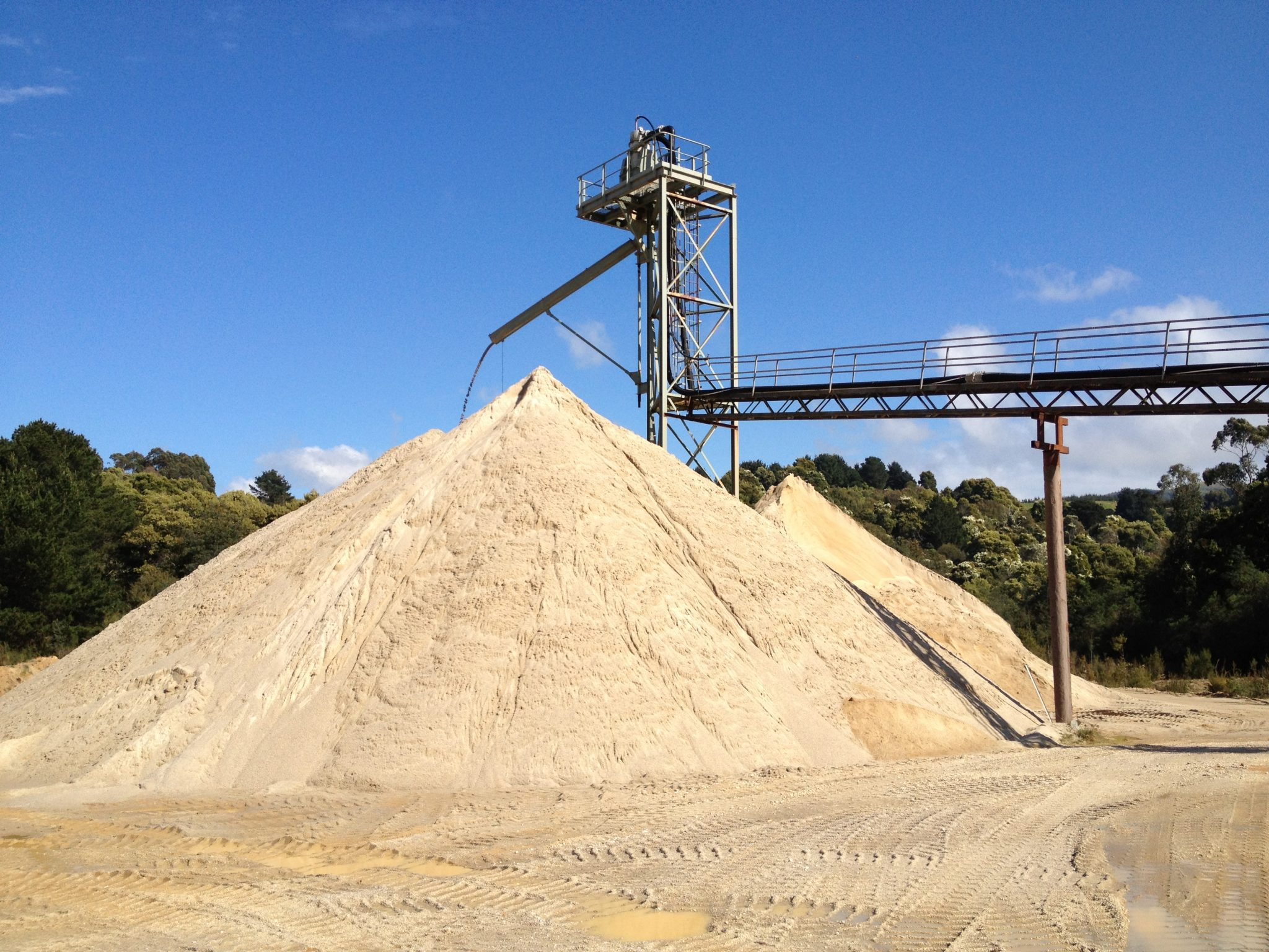 quarry-products-delivery-washed-sand-production